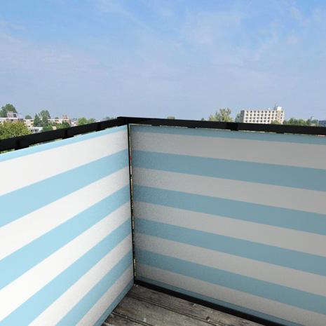 Balkonafscheiding-gestreept-lichtblauw.jpg